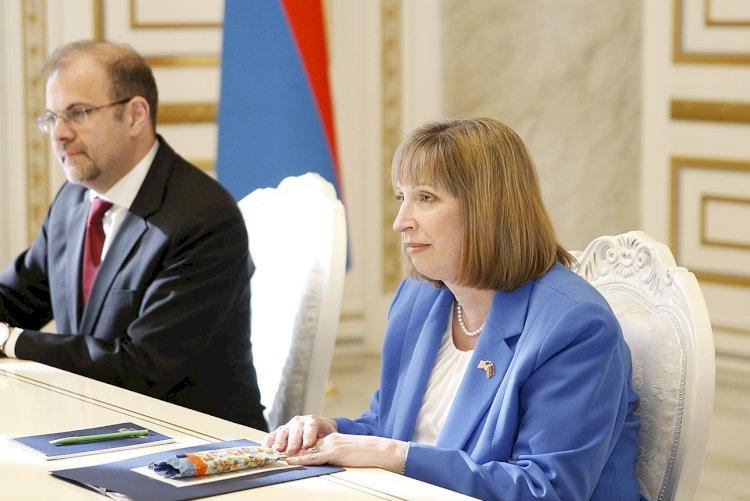 Нужно наладить поставки вооружения из США в Армению - Посол США в Армении Линн Трейси
