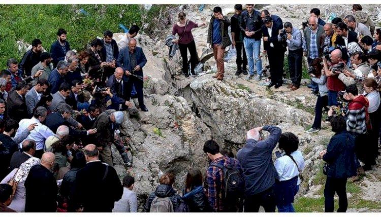 В 1915 году османы бросили армян и ассирийцев в пещеру под названием Дудан.