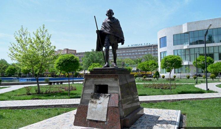 Задержан мужчина, осквернивший статую Махатмы Ганди в Ереване