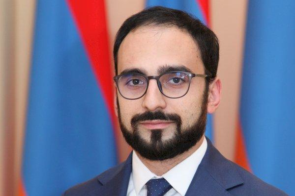 И.о. Вице-премьера Армении Тигран Авинян поздравил армянский народ с Днем Конституции.