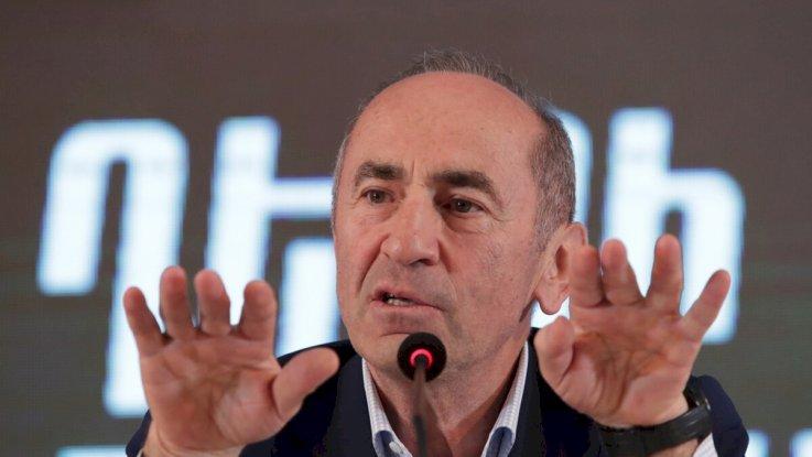 Роберт Кочарян закрыл офисы «сторонников», оставив их без зарплаты
