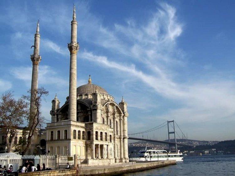 В современной Турции свыше 870 мечетей - это бывшие армянские христианские церкви.