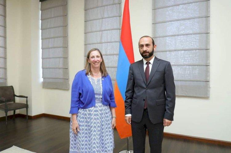 Глава МИД РА Арарат Мирзоян обсудил провокационные действия Азербайджана с послом США в Армении Линн Трейси