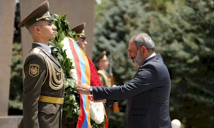 Руководство Армении во главе с Пашиняном посетило военный пантеон «Ераблур»